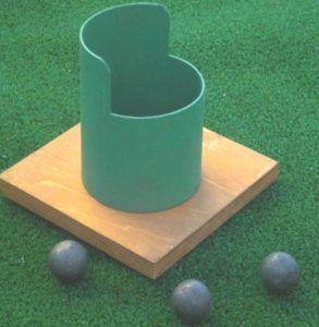 El juego del bote Se tiran las bolas metálicas a un bote y consiste en meter todas en el menor numero de tiros